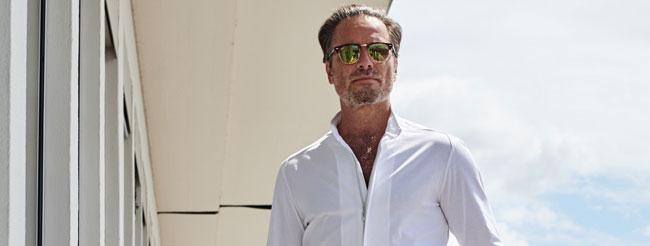 model weisses hemd sonnenbrille hartwich